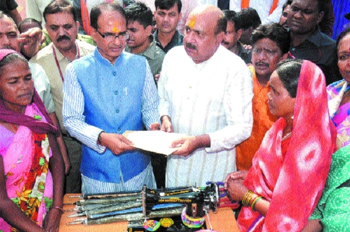CM distributes sewing machines to widows