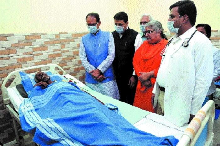 CM Chouhan visits Virat Hospital