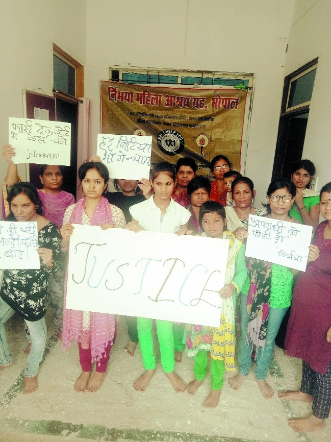 Nirbhaya Shelter home girls protest against Mandsaur child rape case