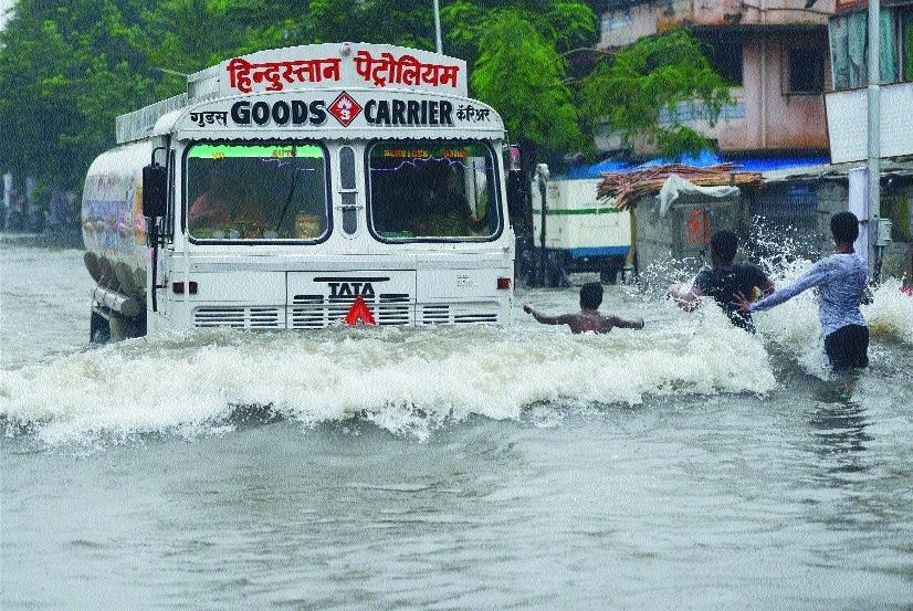 Heavy rains lash Mumbai, cripple life