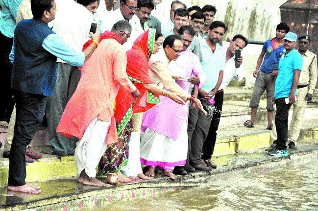 CM worships Kuldevi, Maa Narmada in Jait