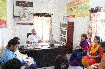 Divisional Commr Manohar Dubey inspects One Stop Centre