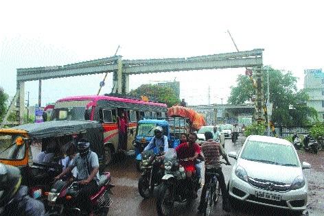 Inundation of under-bridges causing traffic jams