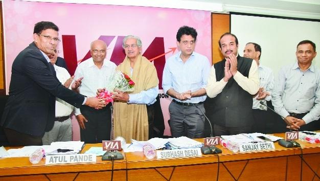Subhash Desai promises to resolve problems of industries
