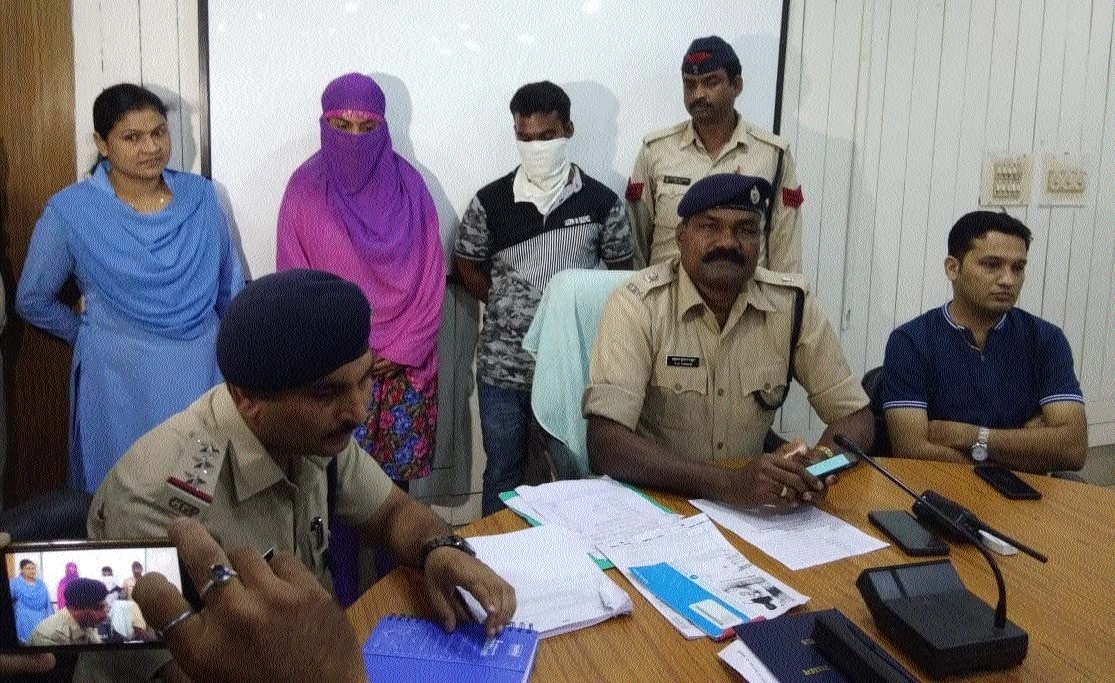 Woman, aide arrested for duping people on pretext of job