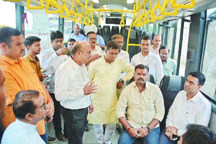 Goa Assembly Speaker visits NMC, gets info on eco-friendly green buses