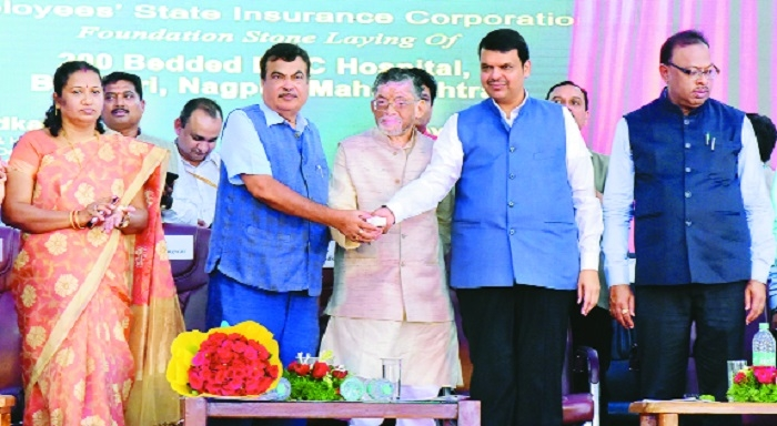 Gadkari lays foundation stones of flyover, hospital, bus stand