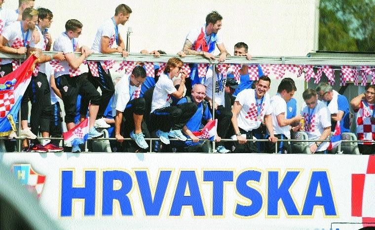 Croatia team gets heroes' welcome