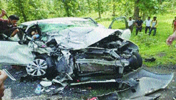 Five of a family among 7 killed in taxi-car mishap in Gadchiroli distt