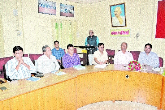 Prabhat Dubey inspects departments of Veterinary University