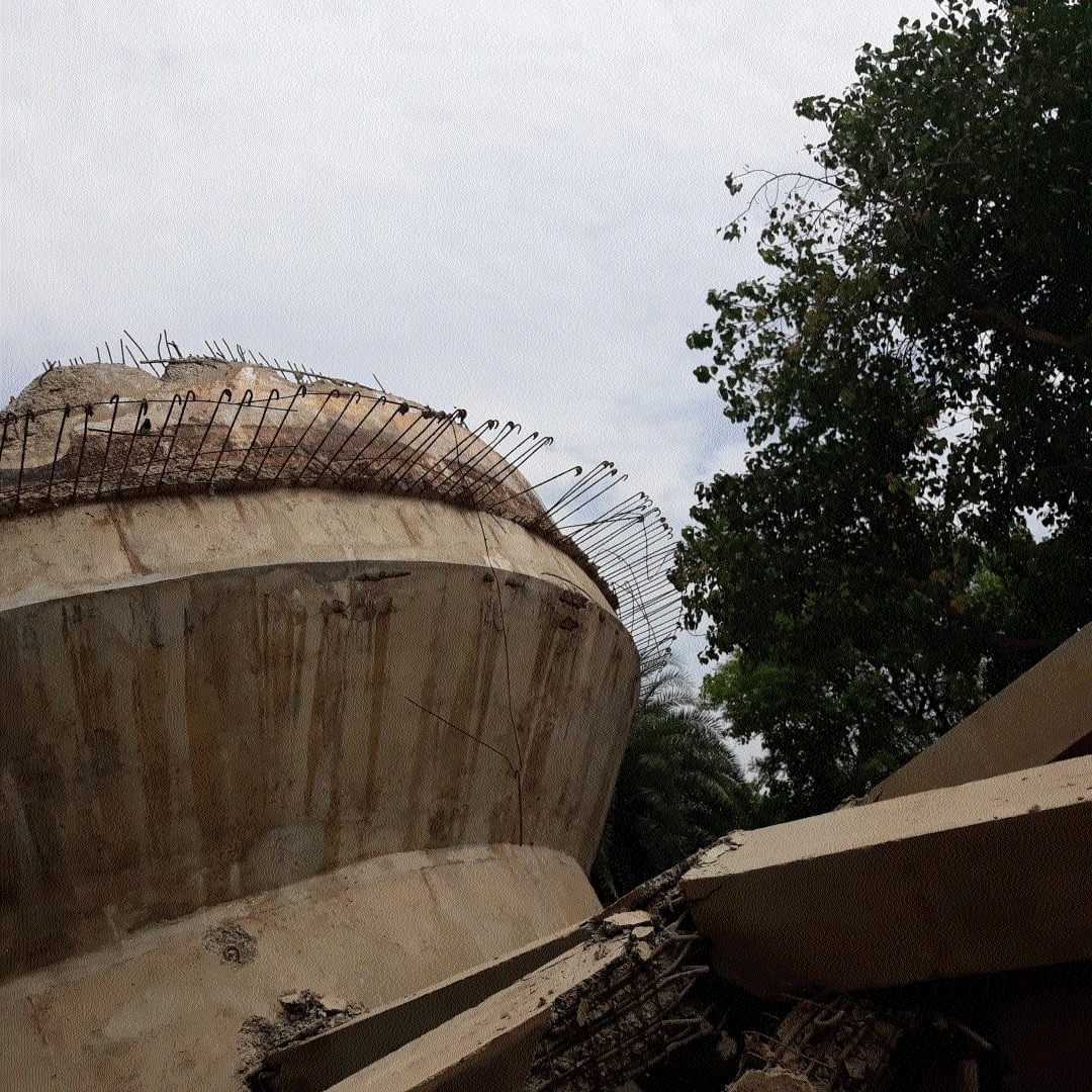 Panic trrigers as overhead water tank collapses