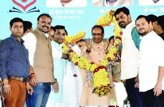 BJYM accords warm welcome to CM Chouhan