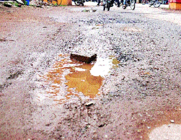 Durg roads turn into hub of craters