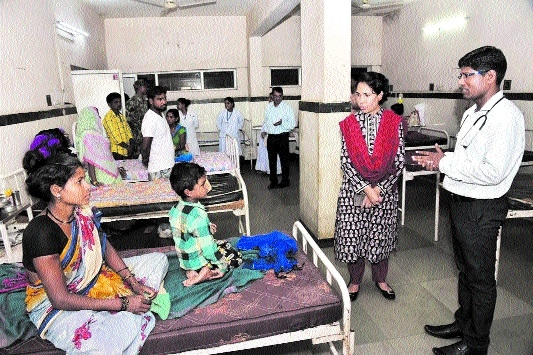 Collector pays surprise visit to Distt Hospital