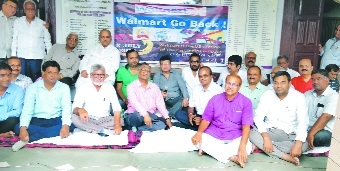 NVCC, CAIT protest against Walmart-Flipkart deal