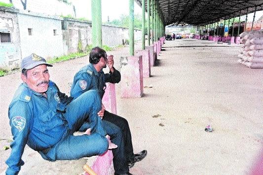 Krishi Upaj Mandi traders continue strike