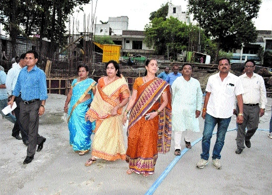 Mayor inspects work on open theatre near Bhawartal garden