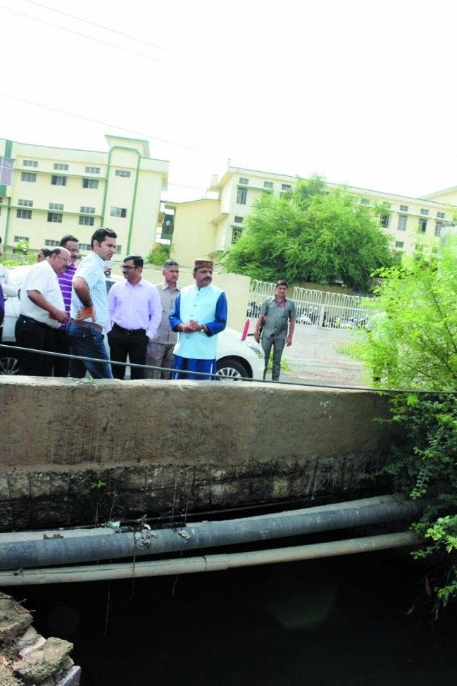 Mayor Alok Sharma directs BMC to clear encroachment around nullahs