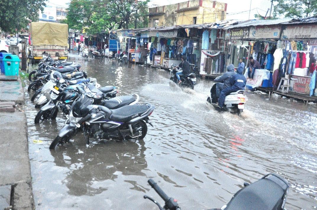 Heavy rains inundate many parts of city