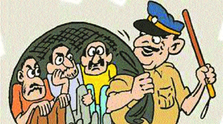 Alert policemen foil dacoity bid in Koradi