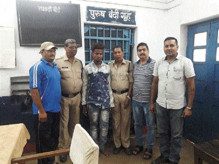 RPF hands over a pick-pocket to GRP