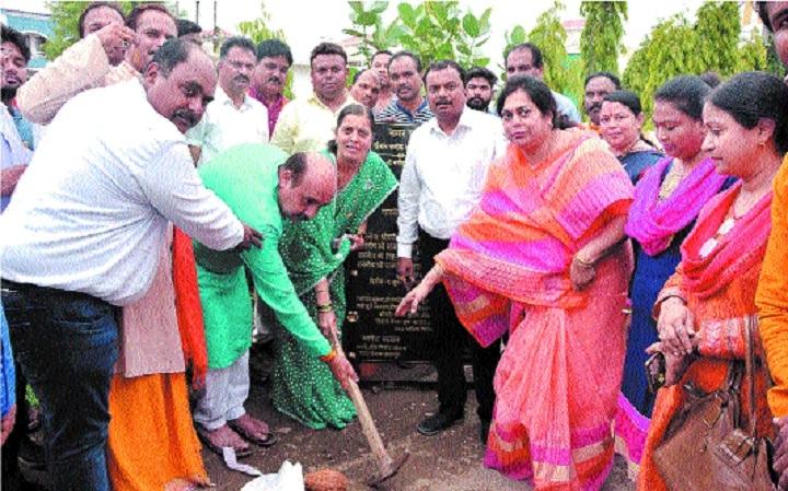 Mayor, MLA perform bhoomipujan for cement road