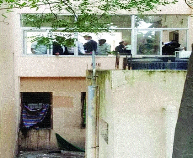 Junior criminal lawyer falls off court's 2nd floor, dies