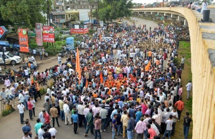 Violence, arson mark Maratha quota bandh