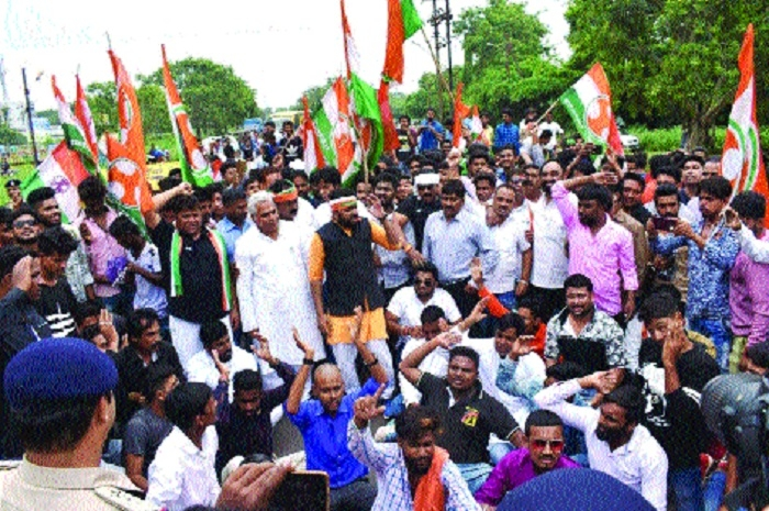 Youth Congress activists stage demo; demand employment to locals in BSP