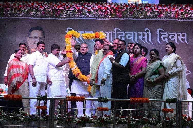 CM hails Adivasi Samaj's progress in education