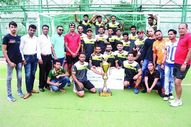 Mayor XI lifts champions trophy