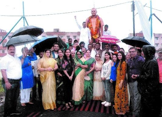 Minister Jain unveils statue of Pandit Tiwari