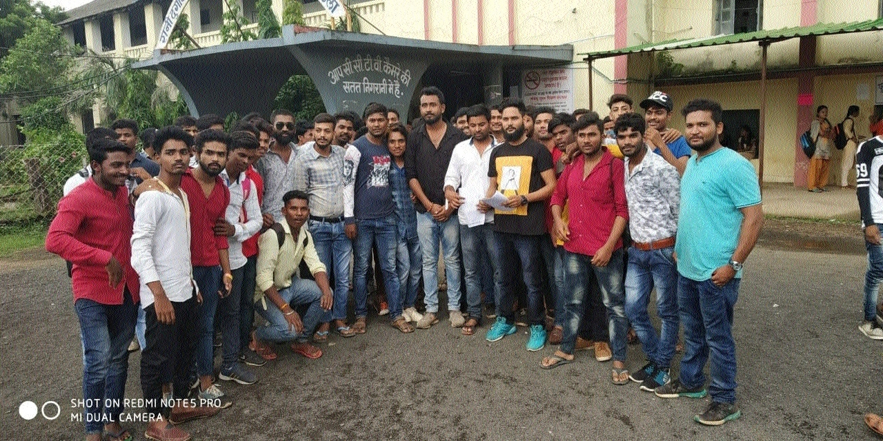 Mandla NSUI members submit memo