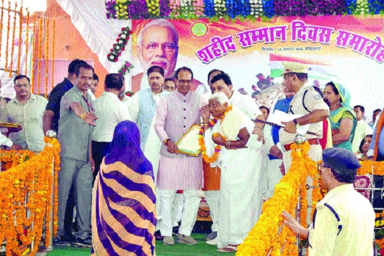 CM honours families of martyrs in Bhind
