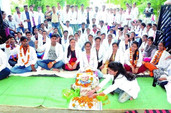 Ayush junior doctors pay tributes to ex-PM Atal Behari Vajpayee