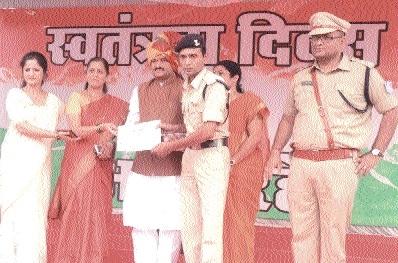 Home Minister Singh fetes medal winner athlete Arshad Usmani