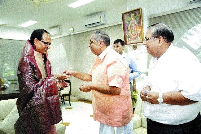 Padmashri Dr Gaurishankar pays courtesy visit to CM Chouhanc