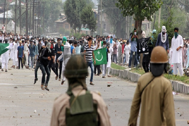 Militants kill 3 cops, protesters wave Pak flags on Eid in Kashmir