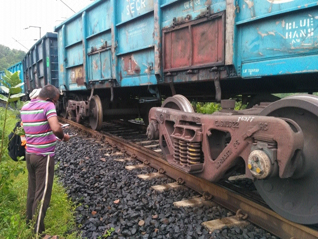 Six wagons of goods train derailed, no casualty