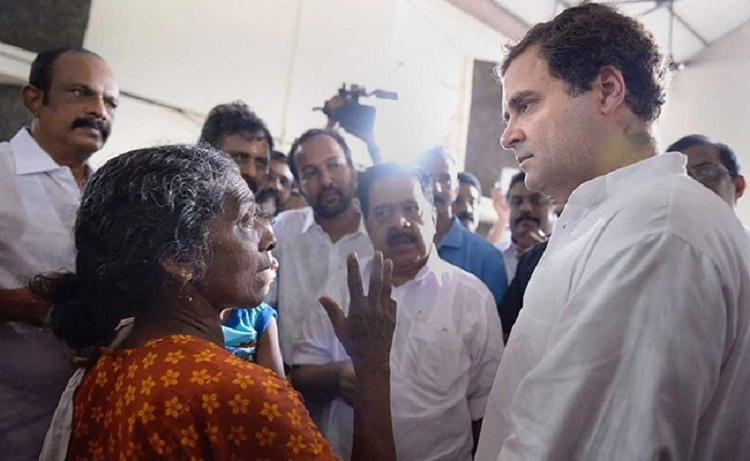 Rahul visits flood relief camps in Kerala
