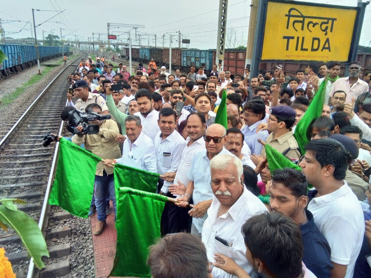 Ramesh Bais flags-off Durg-Jammu Tawi Express at Tilda