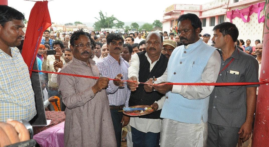 Minister Dhurvey inaugurates Govt College, Kanya Ashram at Samnapur