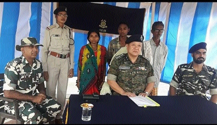 3 Naxals including woman surrender