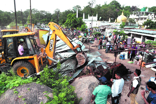 JMC razes two dozen illegal structures