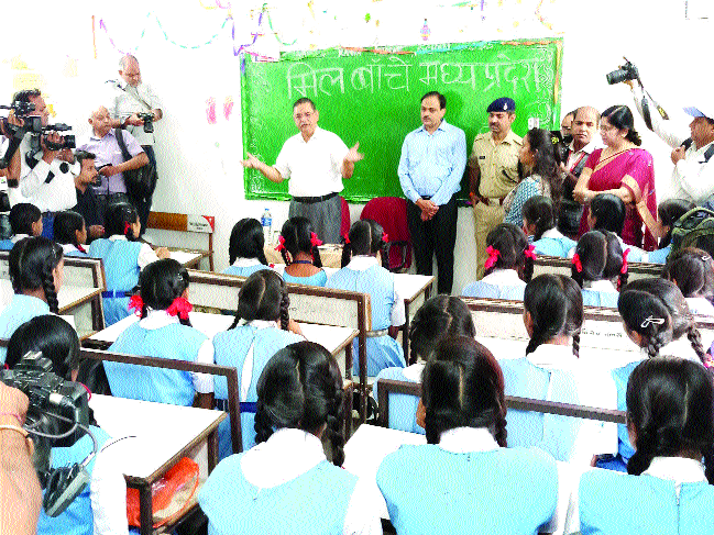 DGP Shukla teaches students at Govt Naveen Girls School