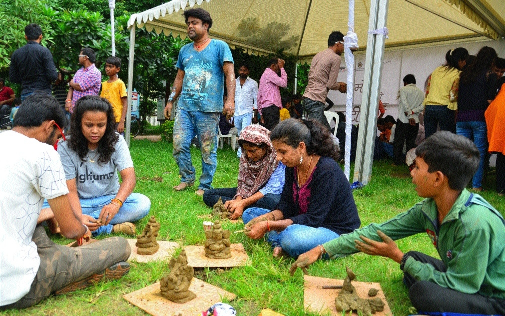 Raipurians join hands for Mitti ke Ganesh