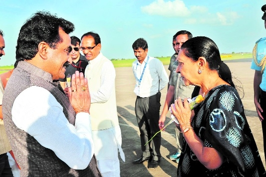 Governor Patel, CM Chouhan accord welcome at Dumna Airport