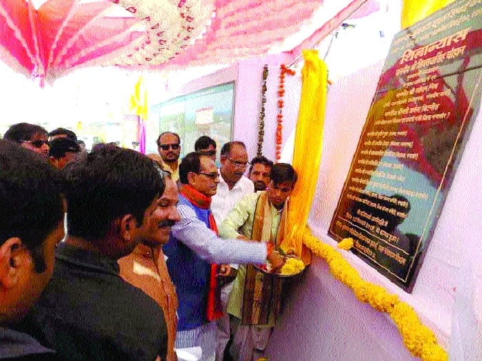 CM distributes Rs 243.58 crore Bhavantar Rashi in Suwasra