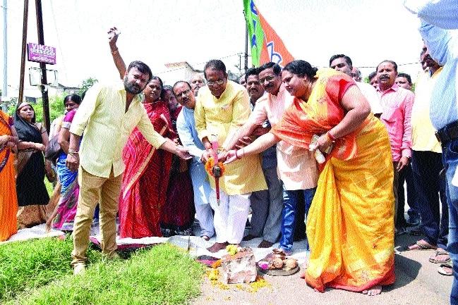 Minister Gupta performs bhoomipujan of Mangal Bhavan
