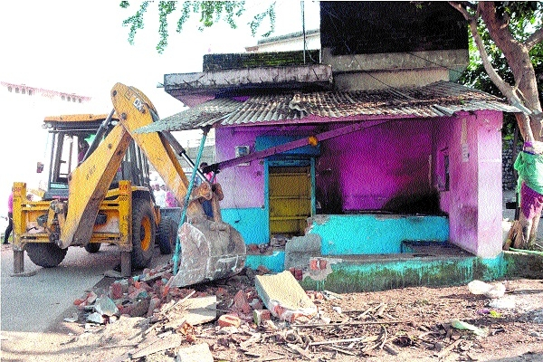 Encroachments from Sharda Chowk, Madan Mahal Fort route removed